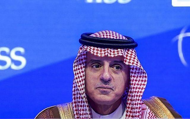 Le ministre des affaires étrangères saoudien Adel Al-Jubeir lors du 14ème dialogue de Manama de l'IISS (institut international d'études stratégiques) dans la capitale du Bahreïn, Manama, le 27 octobre 2018 (Crédit :  Stringer/AFP)