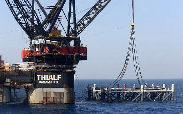 Photo prise le 31 janvier 2019 montrant la nouvelle plateforme installée sur celle du Leviathan, en Méditérannée, au large de Haïfa. (Crédit : Marc Israel Sellem/Pool/AFP)