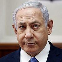 Le Premier ministre Benjamin Netanyahu assiste à la réunion hebdomadaire de son cabinet à Jérusalem, le 3 février 2019. (Crédit : Ronen Zvulun/Pool/AFP)