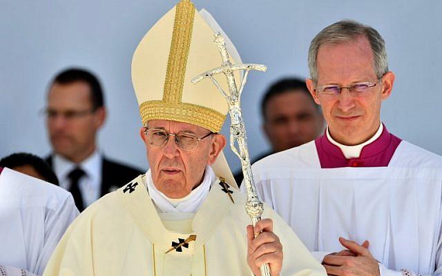 Le pape Francois dirige une messe face à 170 000 catholiques, au stade d'Abu Dhabi, le 5 février 2019. (Crédit : Vincenzo PINTO / AFP)
