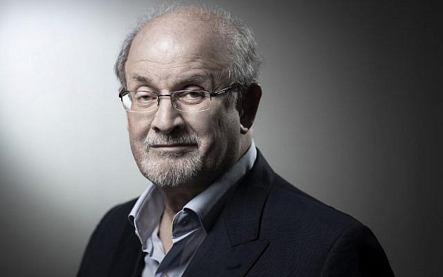Le romancier et essayiste américain Salman Rushdie, à Paris en 2018. (Crédit : JOEL SAGET / AFP)