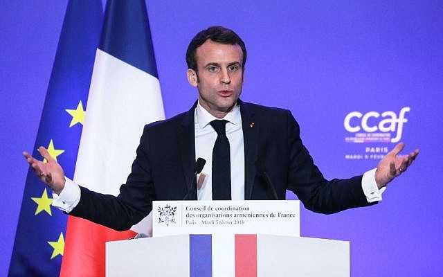 Le président français Emmanuel Macron durant le dîner annuel du Conseil de coordination des organisations arméniennes de France (CCAF), le 5 février à Paris. (Crédit : LUDOVIC MARIN / POOL / AFP)