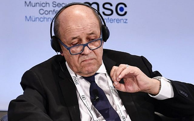 Le ministre français des Affaires étrangères Jean-Yves Le Drian lors d'un débat à l'hôtel Bayerischer Hof pendant la 55ème conférence sur la sécurité de Munich, à Munich, en Allemagne, le 15 février 2019 (Crédit :  THOMAS KIENZLE / AFP)