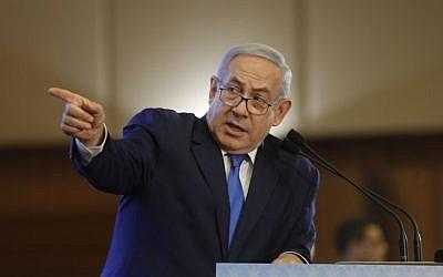 Le Premier ministre Benjamin Netanyahu s'exprime lors d'une conférence des présidents des principales organisations juives américaines, à Jérusalem, le 18 février 2019. (MENAHEM KAHANA / AFP)