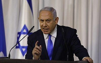 Le Premier ministre Benjamin Netanyahu fait une déclaration télévisée après une réunion de son parti au pouvoir, le Likud, à Ramat Gan, le 21 février 2019. (Menahem Kahana/AFP)