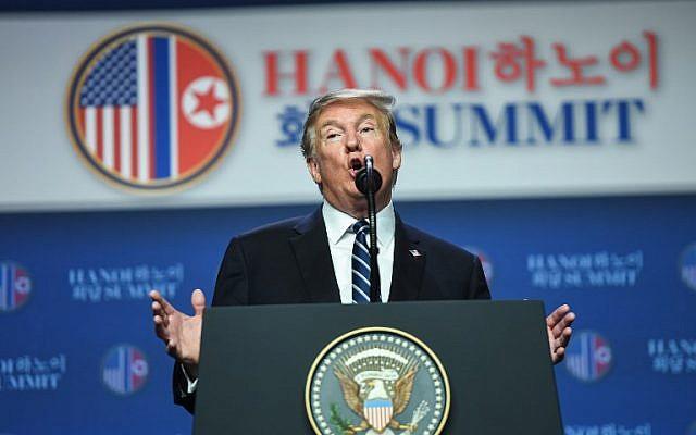 Le président américain Donald Trump au sommet de Hanoï avec le dirigeant nord-coréen Kim Jong Un., le 28 février 2019. (Crédit : Saul LOEB / AFP)