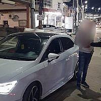 La police interroge un adolescent de 15 ans qui a aidé son frère de cinq ans à conduire une voiture (Crédit : Police israélienne)