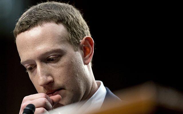 Le PDG de Facebook, Mark Zuckerberg, lors de son témoignage devant une audience conjointe des commissions commerciale et judiciaire au Capitole à Washington, le mardi 10 avril 2018, concernant l'utilisation des données Facebook pour cibler des électeurs américains lors des élections de 2016. (AP Photo/Andrew Harnik)