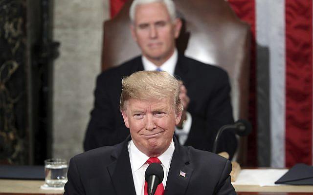 Le président américain Donald Trump prononce son discours sur l'état de l'Union lors d'une session conjointe du Congrès au Capitole à Washington, DC, sous la surveillance du vice-président Mike Pence, le 5 février 2019. (AP Photo/Andrew Harnik)