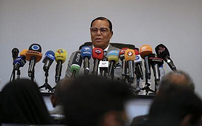 Louis Farrakhan, leader de la Nation of Islam, lors d'une conférence de presse à Téhéran, en Iran, le 8 novembre 2018 (Crédit : AP Photo/Vahid Salemi)