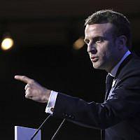Le président français Emmanuel Macron prononce un discours lors du 34e dîner annuel du groupe CRIF, Conseil représentatif des institutions juives de France, à Paris, le mercredi 20 février 2019. (Crédit : Ludovic Marin, Pool Photo via AP)