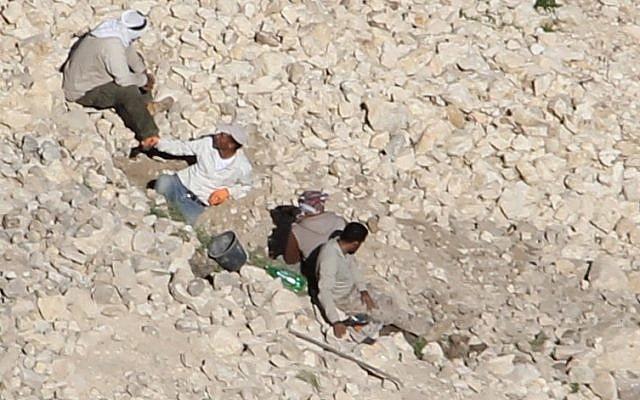Des voleurs d'antiquités suspectés ont été repérés par une unité de l'Archéologie de l'administre civile et de l'autorité de la nature cette semaine à proximité du site archéologique de la vallée du Jourdain de Tana a-Tahta (Bureau du porte-parole du COGAT).