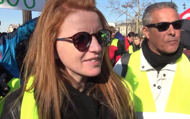 Ingrid Levavasseur le 17 février sur les Champs Elysées (Crédit: capture d'écran CLPress/Youtube)