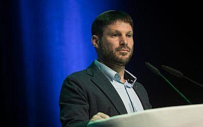 Le chef du parti Ihoud Leoumi, le député Bezalel Smotrich, prend la parole lors d'un événement du Mouvement pour un gouvernement de qualité en Israël, à Modiin, le 4 février 2019. (Hadas Parush/Flash90)