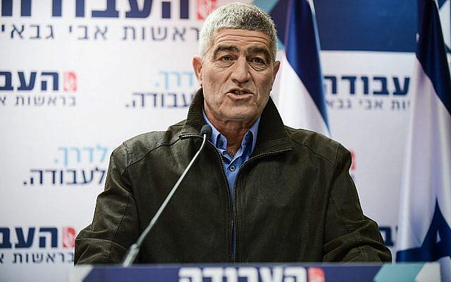 Le nouveau membre du Parti travailliste Tal Russo s'exprime lors d'une conférence de presse à Tel Aviv, le 13 février 2019 (Crédit : Tomer Neuberg/Flash90)