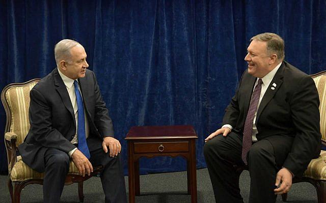 Benjamin Netanyahu et Mike Pompeo à la Conférence sur la sécurité au Moyen Orient à Varsovie, le 14 février  2019. (Crédit : Amos Ben Gershom/GPO)