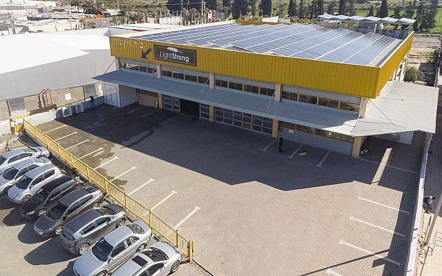 L'usine Light & Strong à Gedera, en Israël (Crédit : Tomer Shalom)