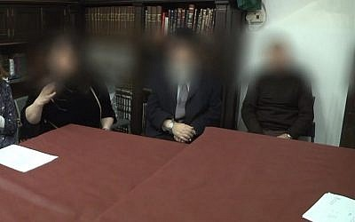 Capture d'écran d'une vidéo d'une réunion de rabbins qui ont rétroactivement annulé un mariage à Jérusalem, le 3 février 2019. (Crédit :Ynet)