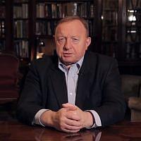 L'auteur et animateur radio polonais, Stanisław Michalkiewicz. (Crédit : capture écran/YouTube)