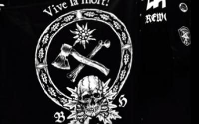 Le logo du groupe Baise ma hache -un os et une hache- reprend les symboles des jeunesses hitlériennes (Crédit: capture d'écran BMH/Youtube)