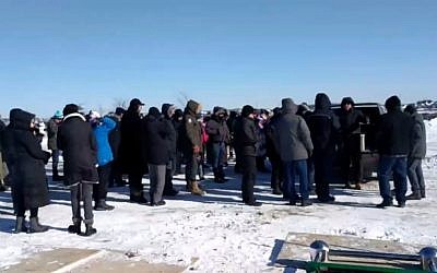 Des dizaines de personnes assistent aux funérailles du survivant de la Shoah Eddie Ford à Toronto, Canada, le 31 janvier 2019 (Capture d'écran via Ynet News)