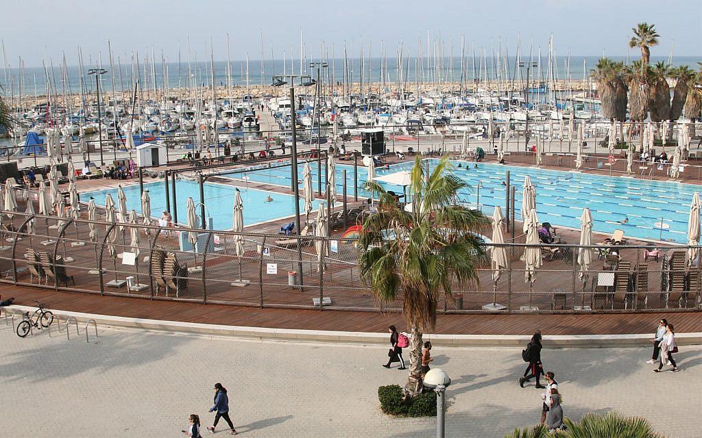 La piscine Gordon, ouverte toute l'année, est située à l'intersection du boulevard Ben Gurion et de la promenade de bord de mer de Tel Aviv. (Shmuel Bar-Am)