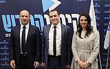 Le leader de HaYamin HaHadash Naftali Bennett, à gauche,   Yomtob Kalfon et Ayelet Shaked, à droite, lors d'une conférence de presse, le 19 février 2019 (Crédit : Porte-parole de HaYamin HaHadash)