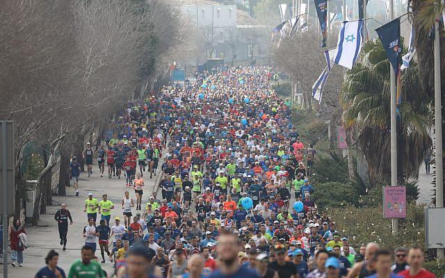 Les coureurs du 9ème marathon de Jérusalem, le 15 mars 2019 (Crédit : Flash 90)
