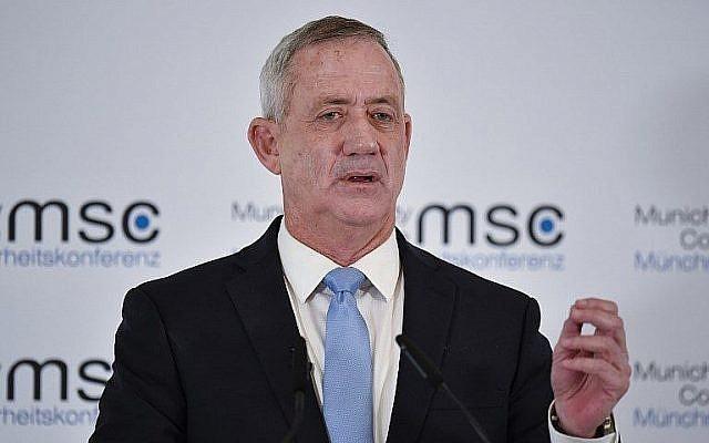 Le chef de Kakhol lavan Benny Gantz , alors président du mouvement Hossen LeYisrael, à la 55ème conférence sécuritaire de Munich, en Allemagne, le 17 février 2019 (Crédit : Thomas Kienzle/AFP)