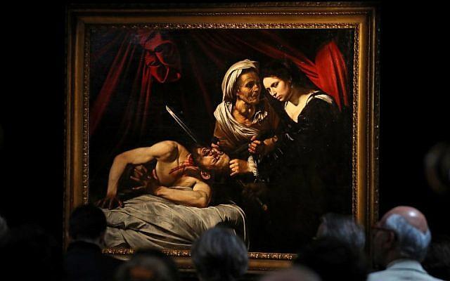 Une peinture, qui serait la seconde version de Judith et Holopherne, de Michelange, à Londres, le 28 février 2019. (Crédit : Daniel LEAL-OLIVAS / AFP)