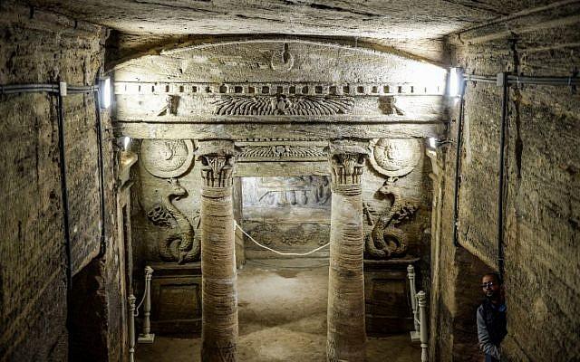 Les catacombes de Kom el-Shouqafa ont été découvertes en 1900 et sont considérées comme les plus célèbres et les plus importantes d'Alexandrie, le 3 mars 2019. (Crédit : Mohamed el-Shahed / AFP)