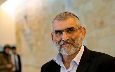 Michael Ben-Ari du parti Otzma Yehudit assiste à une audience à la Cour suprême de Jérusalem, le 14 mars 2019, pour être autorisé à se présenter à un siège à la Knesset. (Crédit : GIL COHEN-MAGEN / AFP)
