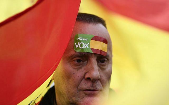 Un manifestant du parti espagnol d'extrême droite Vox, à Madrid, le 10 février 2019. (Crédit : OSCAR DEL POZO / AFP)