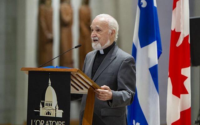 Le prêtre catholique Claude Grou lors d'une conférence de presse, le 1er mars 2019, consacrée au travail à effectuer à l'Oratoire Saint-Joseph de Montréal. (Crédit photo : Sébastien St-Jean / AFP)