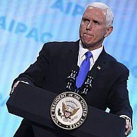 Le vice-président américain Mike Pence  à la conférence politique de l'AIPAC à  Washington, le 25 mars 2018 (Crédit :  Jim Watson/AFP)