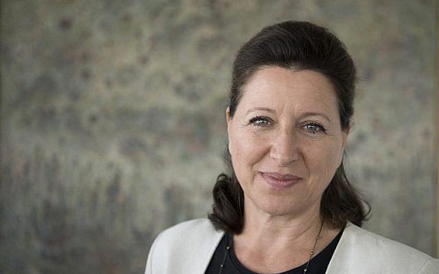 (FICHIERS) Sur cette photo de dossier prise le 17 septembre 2018, la ministre française de la Solidarité et de la Santé, Agnès Buzyn, pose dans son bureau lors d'une séance photo à Paris. (Crédit : Eric Feferberg / AFP)