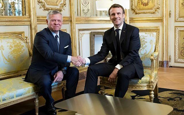 Le président français Emmanuel Macron, à droite, et le roi Abdallah II de Jordanie au cours de leur rencontre au palais de l'Elysée, le 29 mars 2019 (Crédit :  Ian LANGSDON / POOL / AFP)
