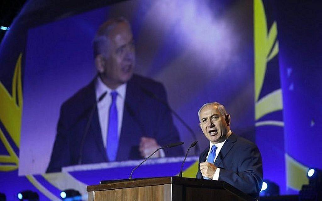 Le Premier ministre Benjamin Netanyahu prononce un discours lors de la célébration des 50 ans d'implantation juive en Cisjordanie et sur le plateau du Golan, lors d'un événement commémoratif dans le bloc d'implantations de Gush Etzion, le 27 septembre 2017. (AFP PHOTO / MENAHEM KAHANA)