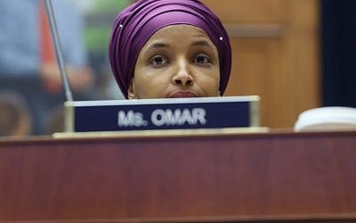 WASHINGTON, DC - La représentante Ilhan Omar, démocrate du Minnesota, lors d'une commission à Washington DC, le 6 mars 2019 (Crédit : Mark Wilson/Getty Images/AFP)