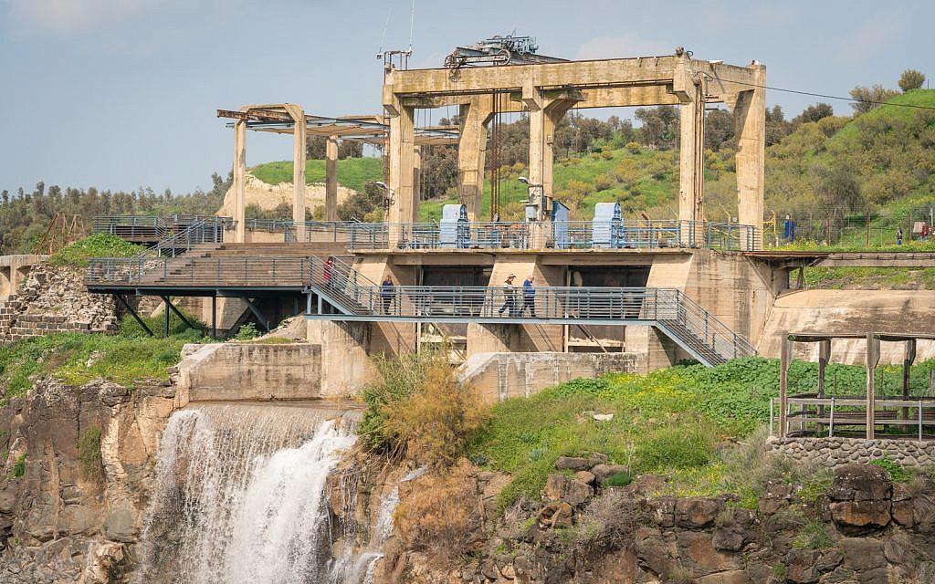 Une centrale hydroélectrique des années 1930 à Naharayim sur le Jourdain, le 29 janvier 2019. (Luke Tress/Times of Israel)