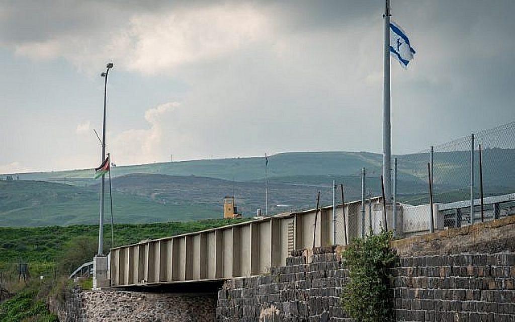 Le pont traversant l'île de la Paix entre Israël et la Jordanie, le 29 janvier 2019. (Luke Tress/Times of Israel)