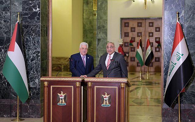 Le président de l'Autorité palestinienne  Mahmoud Abbas et le président irakien Adel Abdul Mahdi à Bagdad, le 3 mars 2019 (Crédit : Wafa)