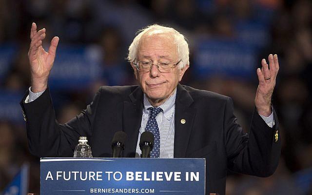 Le candidat démocrate à l'élection présidentielle, le sénateur Bernie Sanders, du Vermont indépendant, prend la parole lors d'un rassemblement à Greenville, en Caroline du Sud, le 21 février 2016. (John Bazemore/AP)