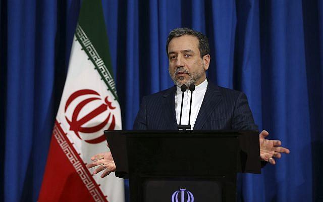 Le vice-ministre des Affaires étrangères iranien Abbas Araghchi, également négociatieur de l'accord sur le nucléaire iranien, durant une conférence de presse à Téhéran, le 15 janiver 2017. (Crédit : AP /Vahid Salemi)