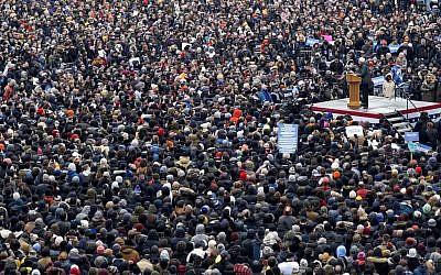 Le sénateur américain Bernie Sanders lors de son premier événement de lancement de campagne en vue des présidentielles américaines de 2020 à Brooklyn, New York, le 2 mars 2019 (Crédit : AP/Craig Ruttle)