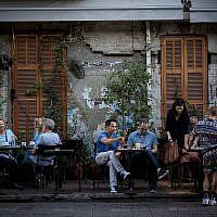 Le restaurant Rothschild 12 sur Rothschild Boulevard à Tel Aviv, le 22 juin 2017 (Crédit : Miriam Alster/FLASH90)