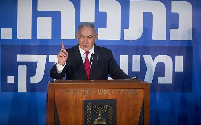 Benjamin Netanyahu fait une déclaration aux médias à la résidence du Premier ministre de Jérusalem, le 28 février 2019 (Crédit : Yonatan Sindel/Flash90)