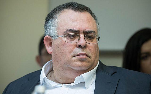 Le député Likud David Bitan assiste à une réunion de la commission centrale électorale à la Knesset, le 5 mars 2019. (Noam Revkin Fenton/Flash90)