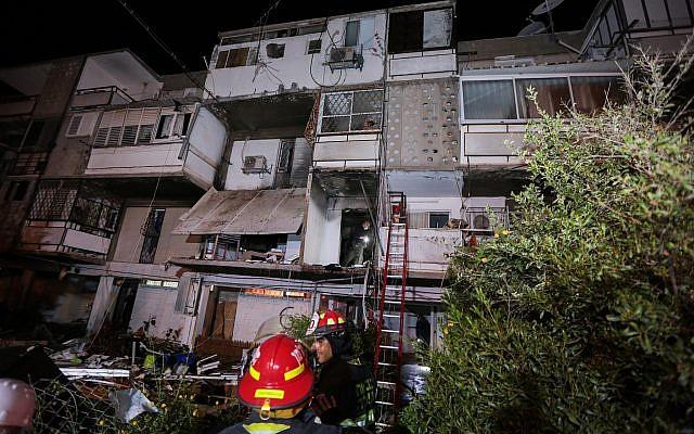 L'immeuble où un balcon s'est effondré après l'explosion d'une bonbonne de gaz à Ashkelon, le 17 mars 2019. (Crédit : Shunem Halevi/Flash90)