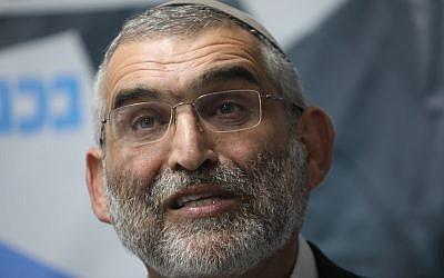 Le membre du parti Otzma Yehudi Michael Ben Ari pendant une conférence de presse en réponse à la décision de la haute cour de rejeter la candidature de Ben Ari lors des prochaines élections à la Knesset à Jérusalem, le 17 mars 2019 (Crédit : Yonatan Sindel/Flash90)